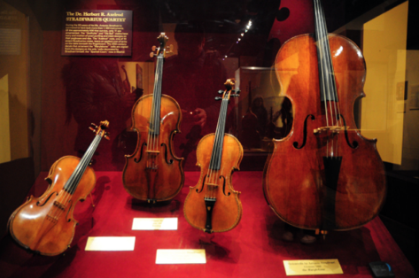 Stradivarius.png
